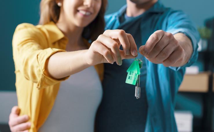 Couple holding new house keys.